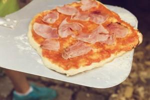 Pizza má hodně cukru.