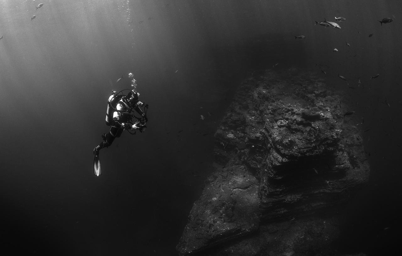 sea-black-and-white-ocean-photographer