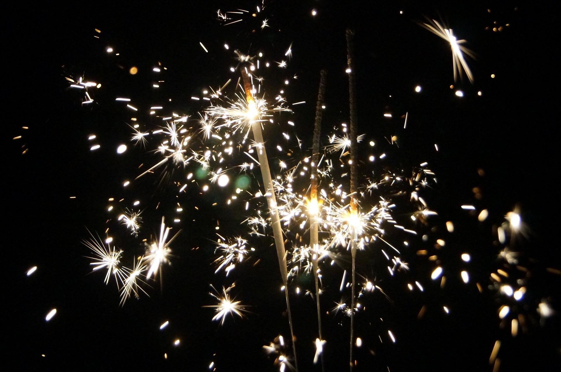 sparklers-1563695_1920